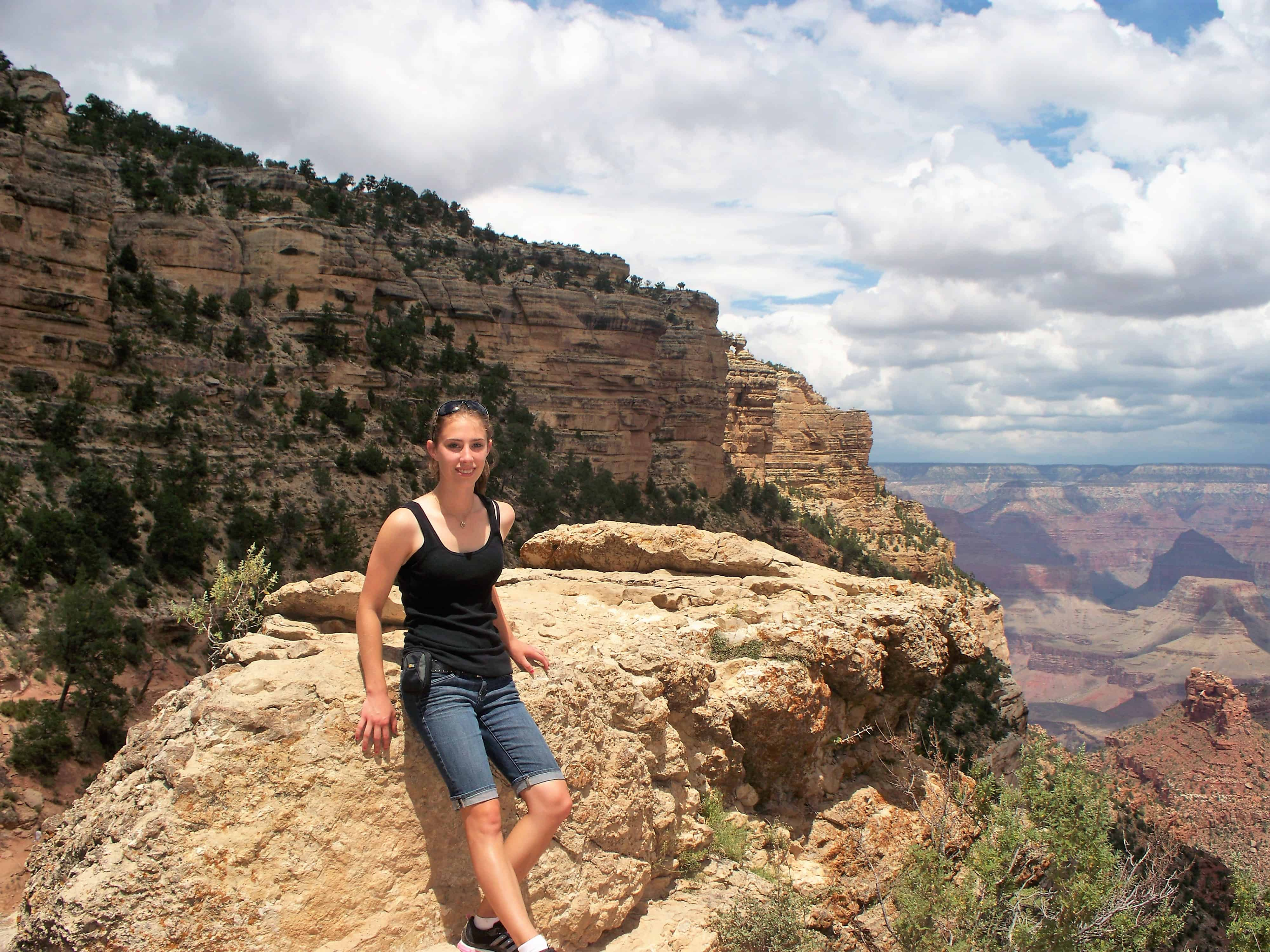 Things to do at Grand Canyon South Rim - Bright Angel Trail - Kari Kaps