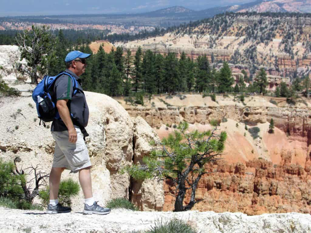 Hiking Bryce Canyon Rim Trail in Bryce Canyon National Park #walkingtheparks #hiking #BryceCanyon